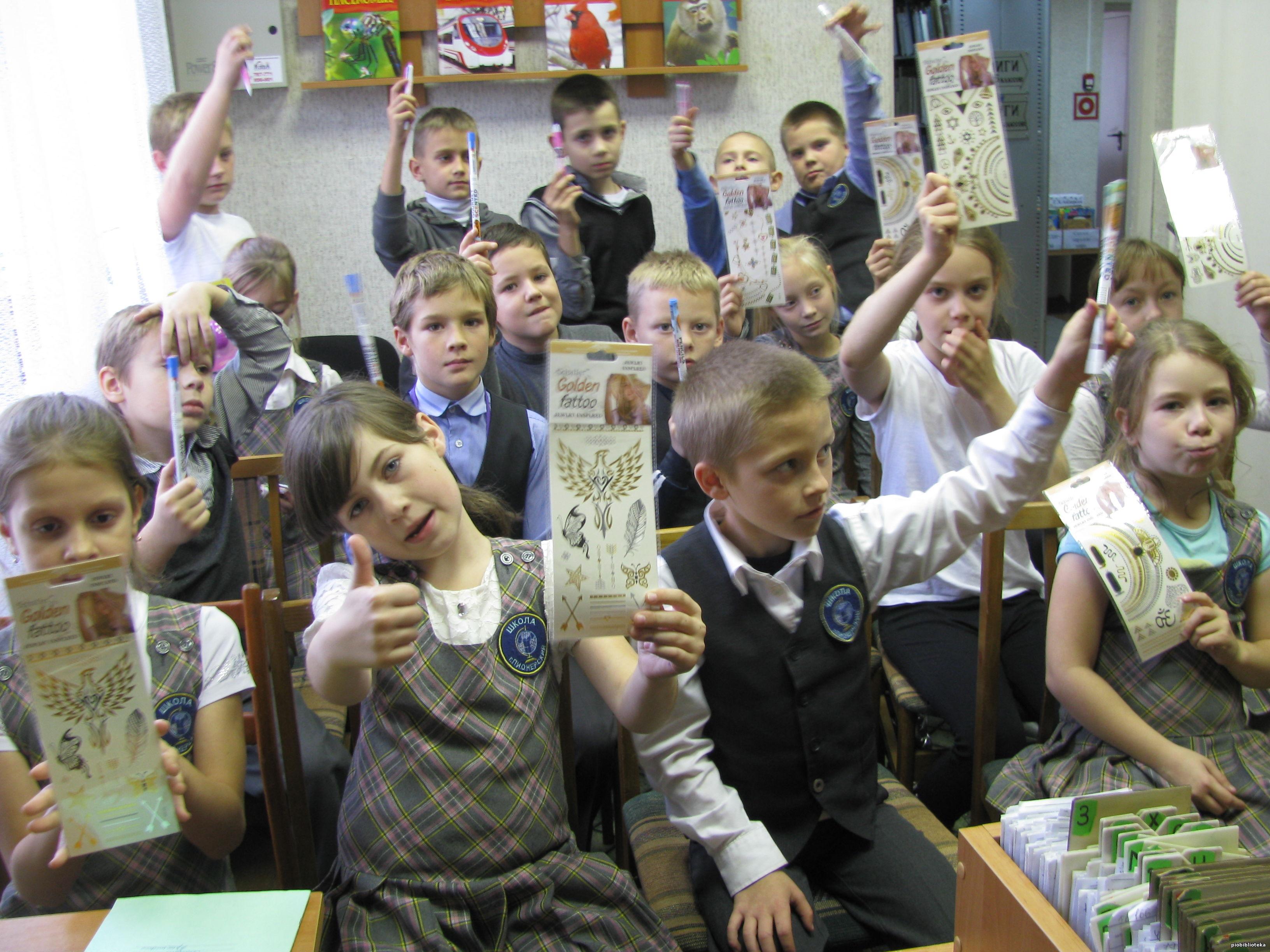 >С не меньшим интересом они прослушали историю создания самой картины знаменитого художника. Затем школьники посмотрели фильм о русских богатырях. Заключительным этапом мероприятия стала викторина «Древнерусские былины». За активное участие весь класс был награжден призами.</div> </td></tr></table><br /></div><div id=